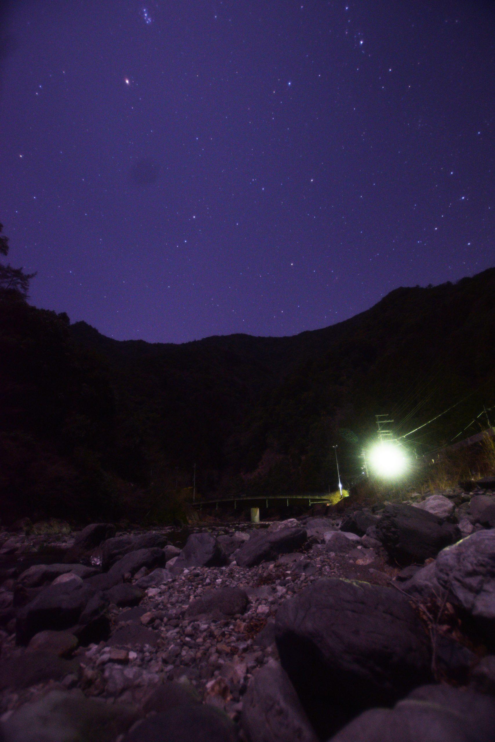 水分神社近くの小橡川より北の空を望む