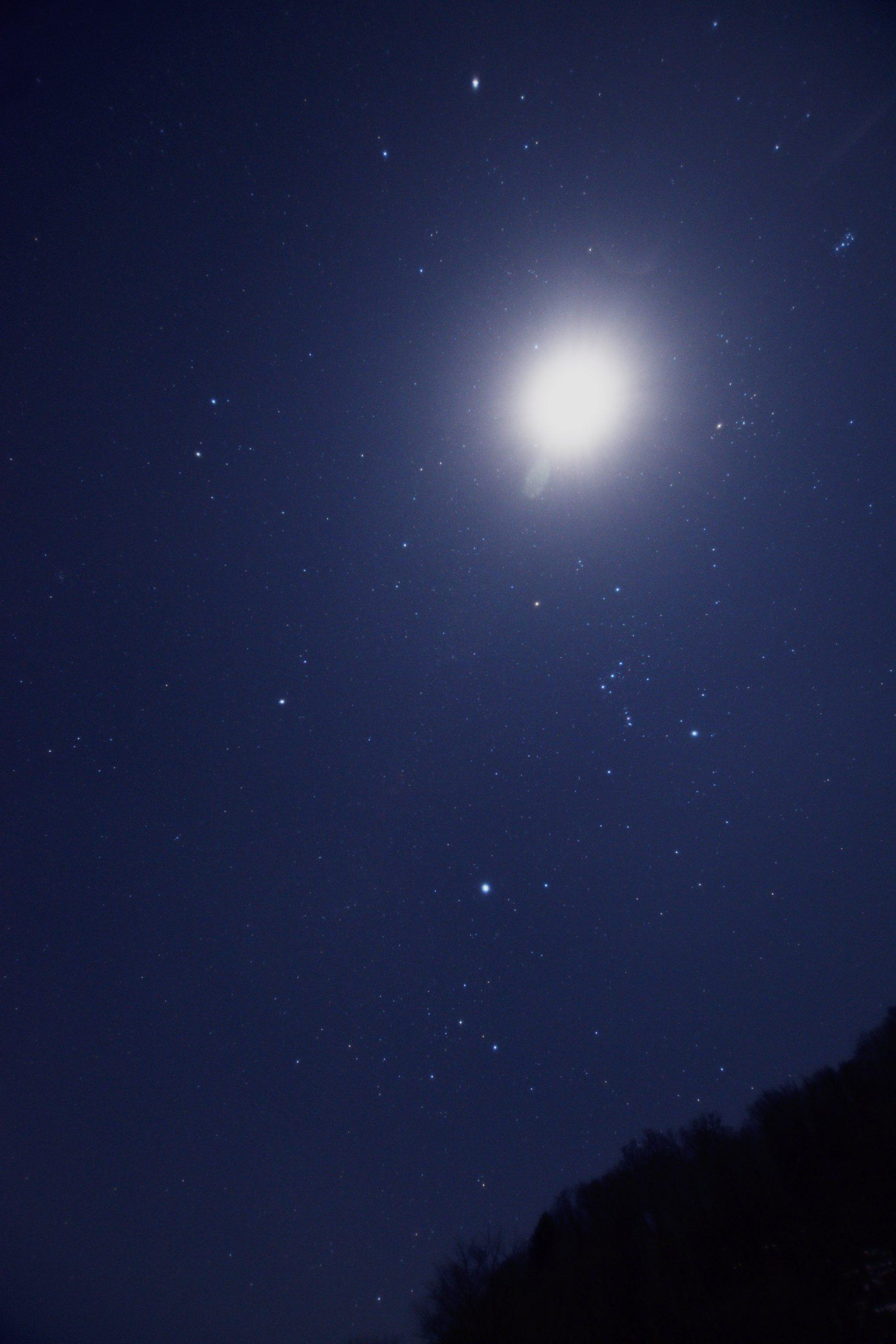 和佐又山キャンプ場跡にて冬のダイヤモンドと上弦の月