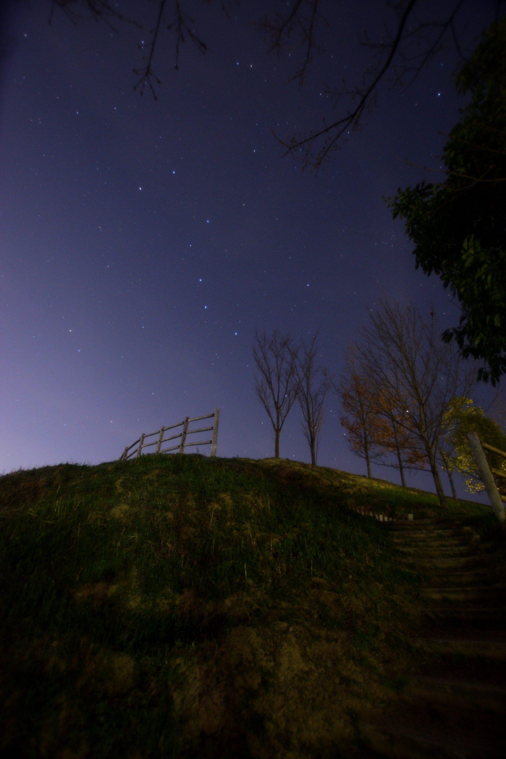 キトラ古墳展望台と北斗七星