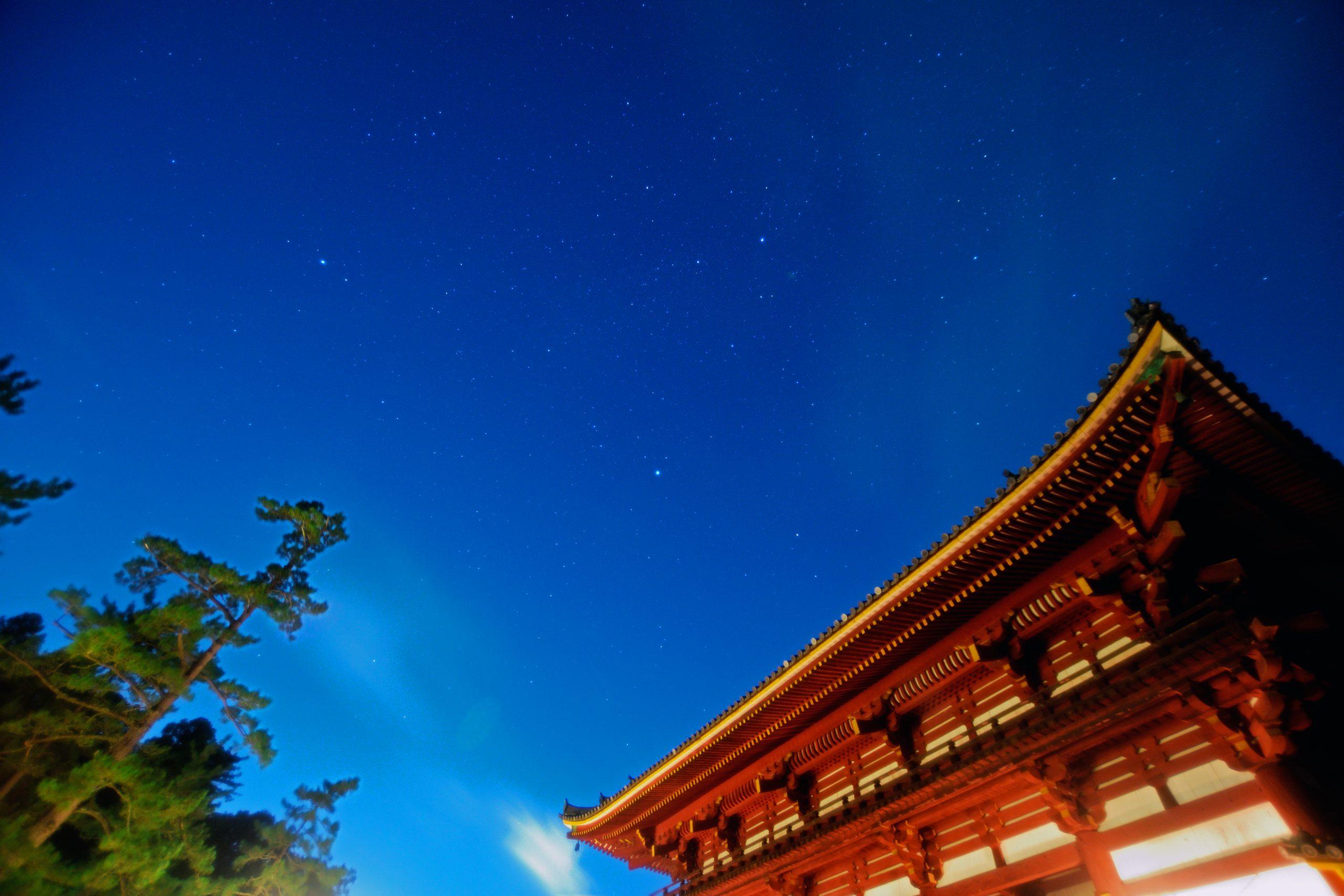 東大寺中門と夏の大三角